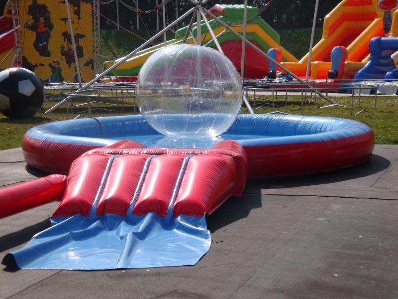 Schwimmbecken mit Spielblase